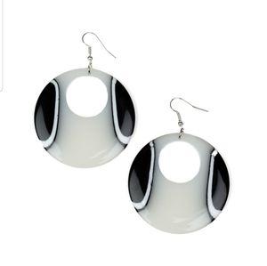 Haute topic white acrylic earrings